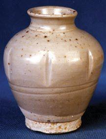 宋初青白瓷瓜棱形瓶