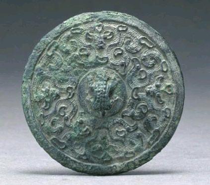 蛙钮螭纹铜阳燧