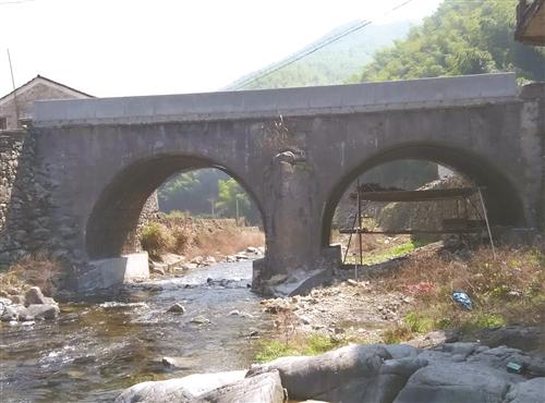 天台首次发现马蹄形古石拱桥 距今有120年历史