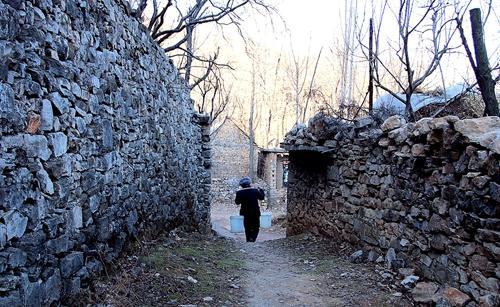 人大代表聚焦优乐国际:古村落古遗址应设专项保护资金