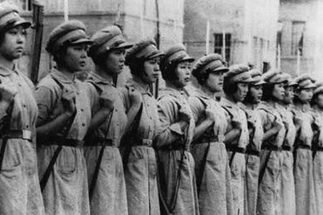 抗日战争中勇赴战场的巾帼英雄