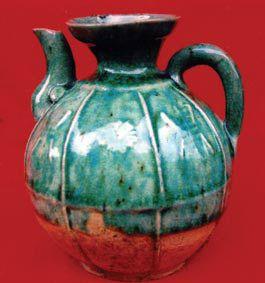 明代绿釉瓜棱形酒壶