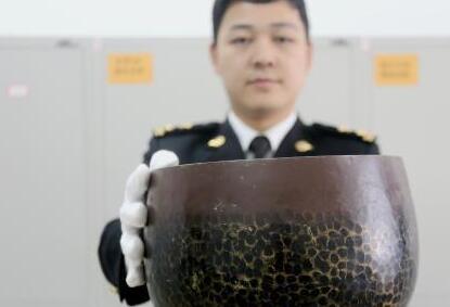 [大连]海关查获携带文物出境案