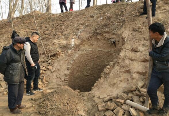 河北馆陶发现千年古井 出土部分陶瓷碎片