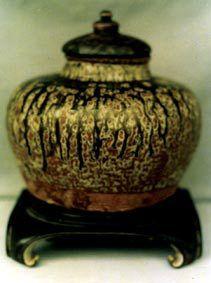 变色三国釉陶罐
