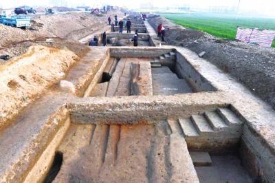 """汉代""""107国道"""" 河南首次出土陶瓦连接而成的立柱 用途成谜"""