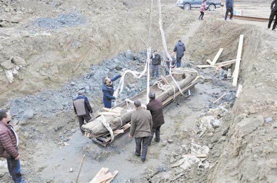 四川最大春秋战国墓葬群又有重大发现 船棺下发现神秘腰坑