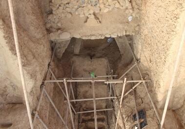 """鹤壁出土的明清石块""""龟顶墓"""" 是国内首次发现"""