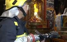 西藏消防部门演练寺庙文物古建筑灭火救援