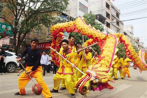 [南宁]邕宁区那楼街欢庆开圩299周年 展现当地文化遗产