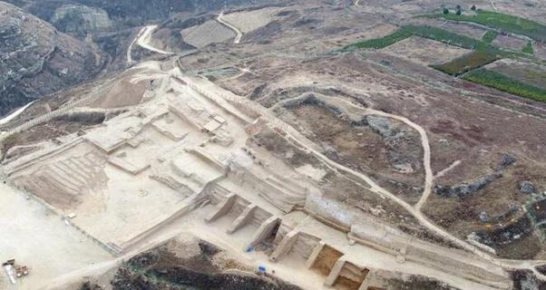 石峁遗址发现距今4000年左右大型...