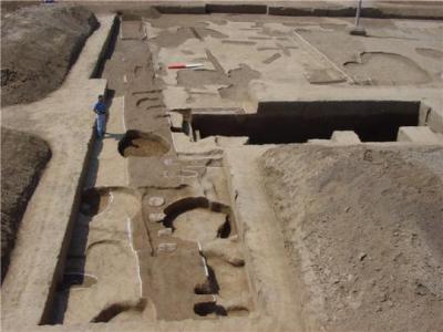 洛阳二里头遗址发掘保存最完整的最早宫室建筑