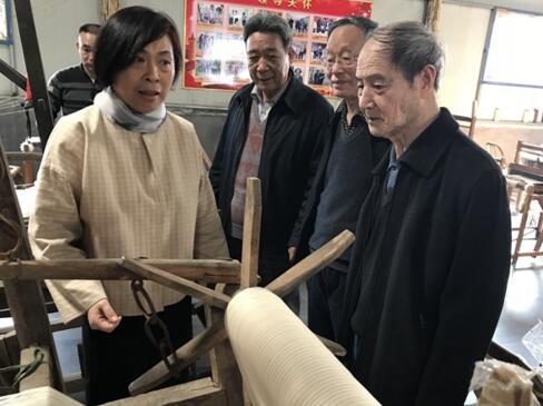 """老土布遇到新时代——再""""土""""也能出新""""彩"""""""