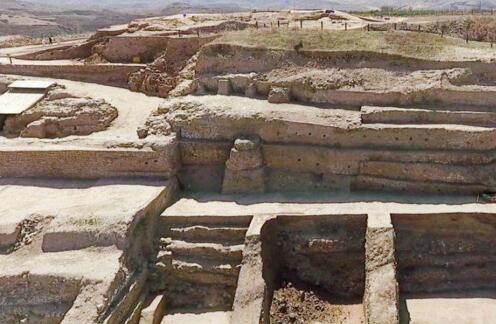 陕西榆林神木石峁遗址发现4000年前大型陶鹰