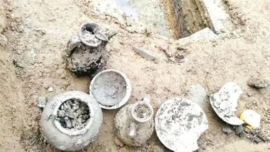 孝感抢救性发掘两座北宋古墓 发现执壶等文物8件