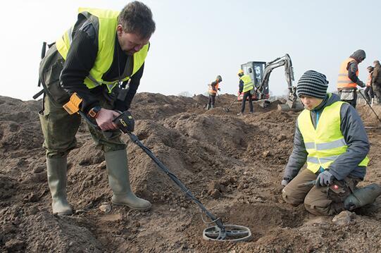 一男孩与业余考古学家在德国找到丹麦传奇国王宝藏