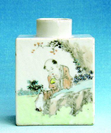 集中国传统书画技艺于一身的浅绛彩瓷茶叶罐