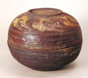精美的漆衣陶和锡涂陶