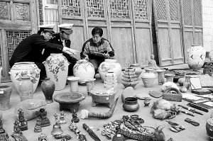 [天津]海关向文物局移交罚没文物974 件