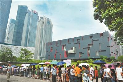 广东省博物馆门口排起了长队。-图片版权归原作者所有