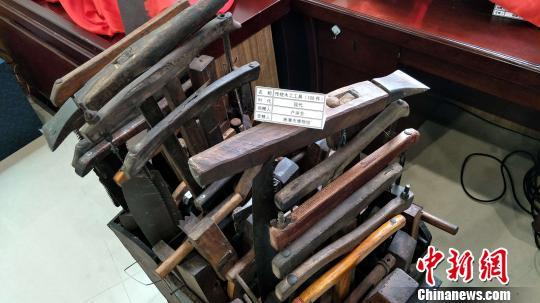 湖南多位民间收藏家集中向省内多家国有博物馆无偿捐赠121件文物