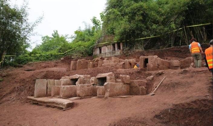 璧山发现大规模墓葬群 已出土150余件器物