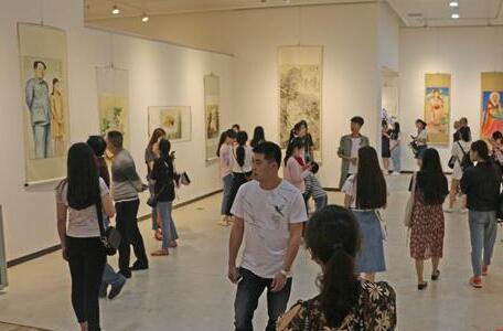 肖练花中国画展在娄底市美术馆举行