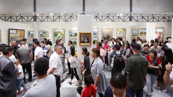 河南省当代艺术馆新址开馆 左国顺近百件油画作品展出