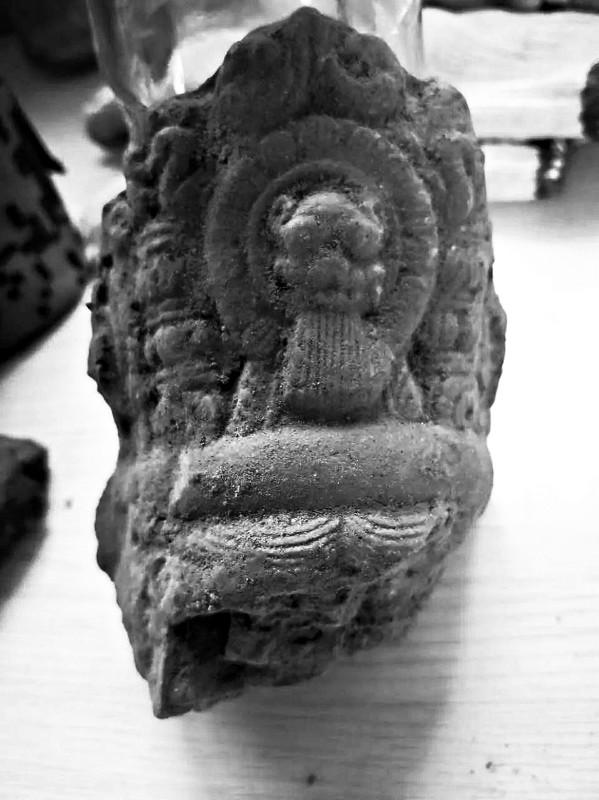 发掘出的菩萨头冠-图片版权归原作者所有