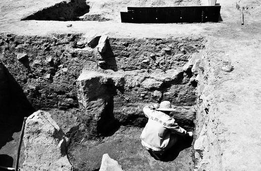 大同古城发现北魏寺庙遗址 出土泥塑十余尊