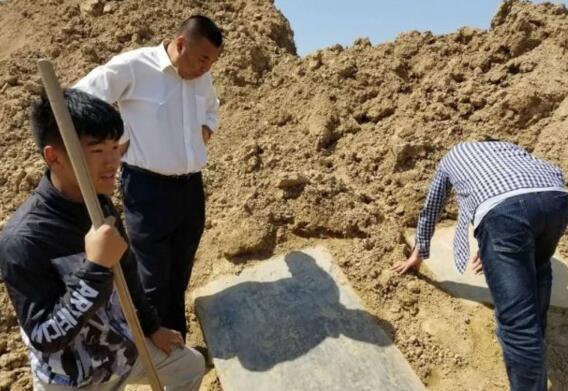 商丘利民古镇出土元代石碑 碑文清晰可见