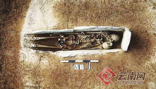 元谋发现远古墓葬群 宽约半米长6米这土坑墓很稀奇