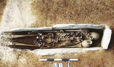 云南元谋发现远古墓葬群 大长宽比罕见出土青铜剑