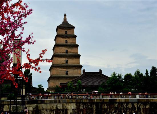 大雁塔位于唐长安城晋昌坊(今陕西省西安市南)的大慈恩寺内,又名