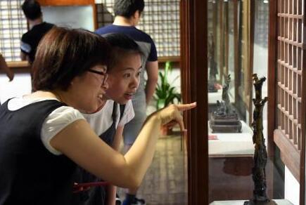 近百件中国非物质文化遗产海柳雕大红鹰国际娱乐城精品亮相