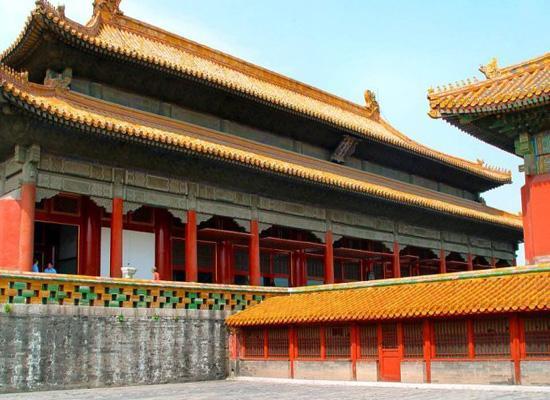 坤寧宮:雍容爾雅富麗堂皇之典范