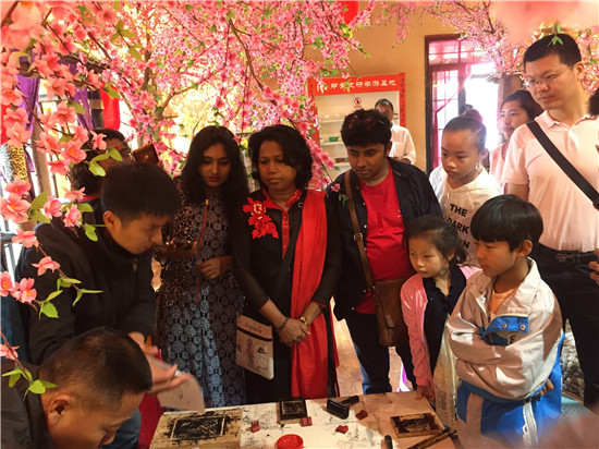 孟加拉国立艺术学院剧团在安阳研学殷商文化