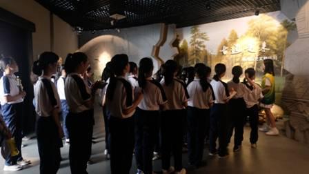 郴州市第九中学学生国际博物馆日赴市博物馆参观学习
