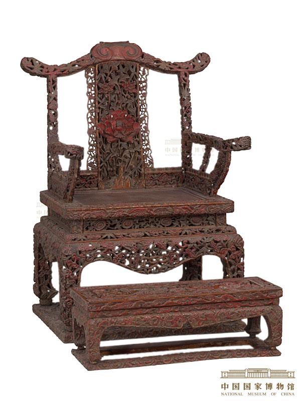 四出头官帽椅式有束腰带托泥雕花宝座及有束腰带托泥狮子滚绣球雕花脚踏