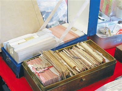 橡胶专家徐广泽亲属 再次向海垦博物馆捐赠文物文献