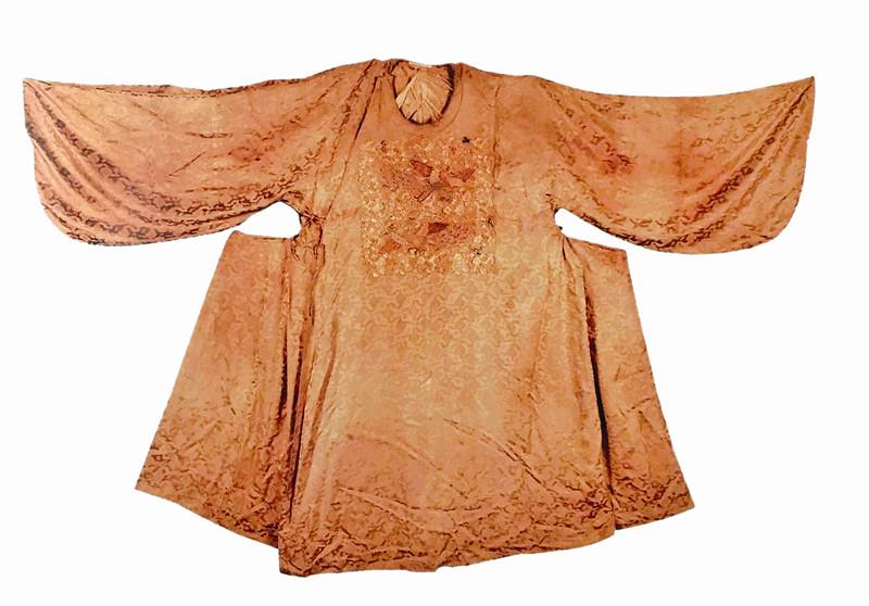 泰州已出土明代服饰300余件 明代三品孔雀纹官服世间罕见