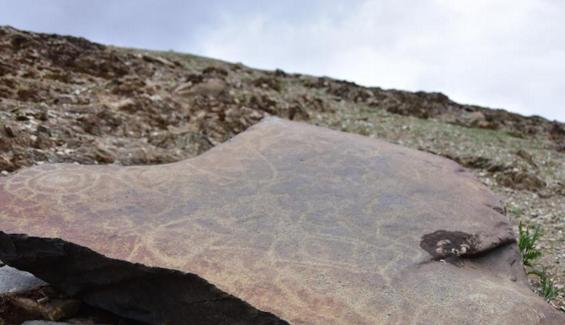 长江源区通天河流域发现大批古岩画 最早距今约2000年