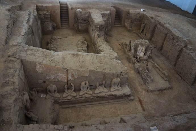 北庭故城新出土数枚开元通宝和铠甲残片