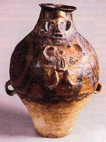 人形贴塑彩陶壶