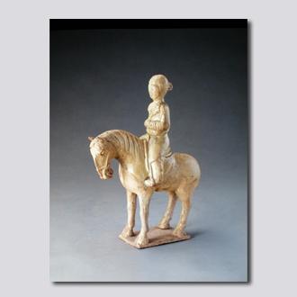 黄釉骑马女俑