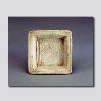 乳丁纹方陶盘