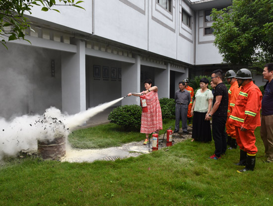 嵊州市文物管理处与越剧博物馆联合开展消防培训演练