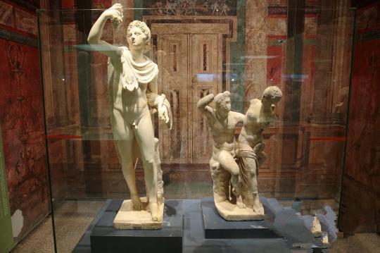 庞贝古城出土的古文物在秦始皇帝陵博物院展览