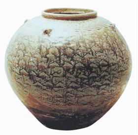 会发出清脆的金属声的越窑青釉罐