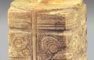 新石器 · 獸面紋玉琮(南京博物院)